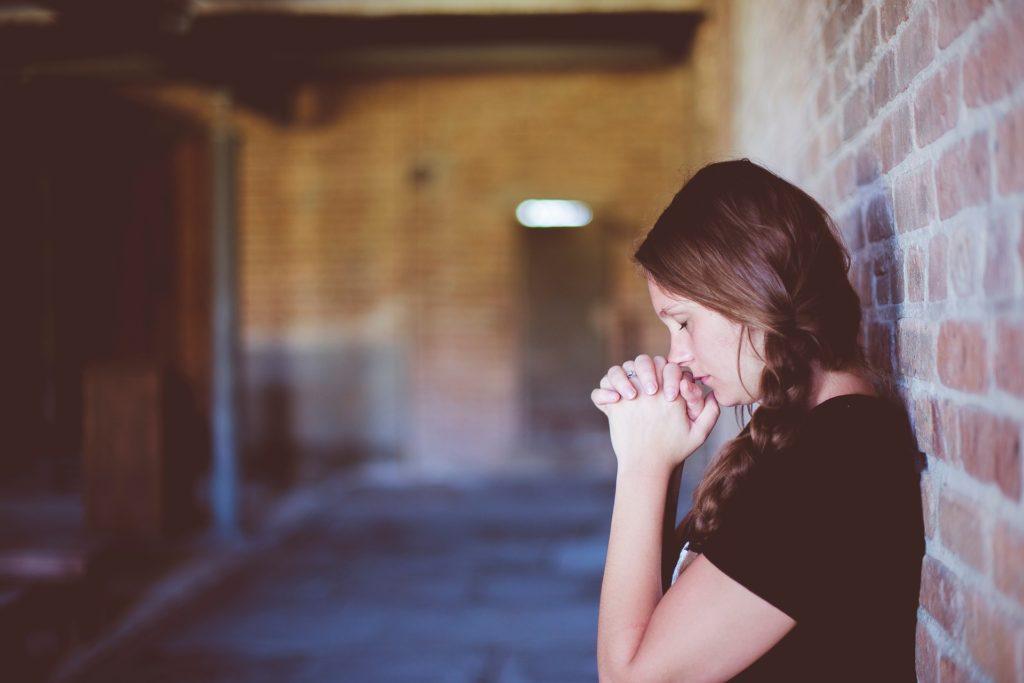 祈りの人の写真